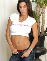 FlashyBabes presents Anabelle