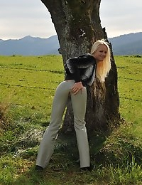 Eroberlin-Evelyn-countrygirl-leather-blond-beauty