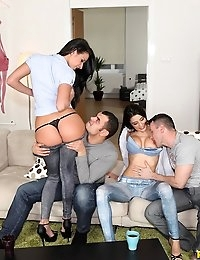 Euro Sex Parties™ Presents Foxy Di in Mix And Snatch! - Movies And Pictures