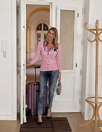 Mikes Apartment™ Presents Lexi Lowe in Beauty In Heels - Movies And Pictures