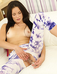 New girl Quincy uses a glass dildo on her twat