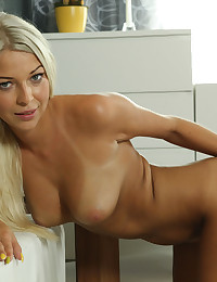 Sexy blonde Carol toys her pussy with candles