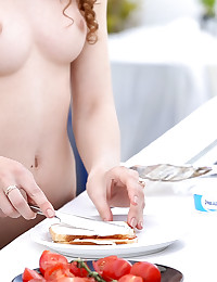 21 Jun 2015 - Sexy Snack - 10:12 film - Heidi