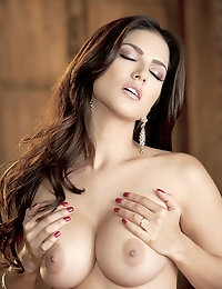 Sunny Leone Pictures in Ecstatic Orgasm photo #8
