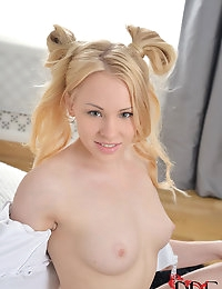 Russian Lolita Fingers Herself photo #6