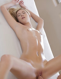 20483 - Nubile Films - Cater To You photo #12