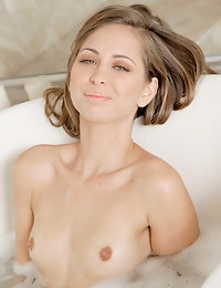 Nude Pics Of Riley Reid In Bubbly - Babes.com photo #12