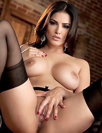 Nude Pics Of Sunny Leone In Ecstatic Orgasm - Babes.com photo #14