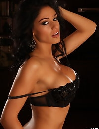 Alluring Vixen Amanda loves to tease in her skimpy matching black bra and g-string photo #12