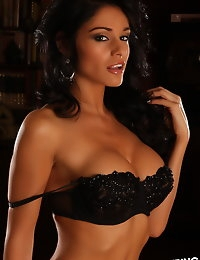 Alluring Vixen Amanda loves to tease in her skimpy matching black bra and g-string photo #2
