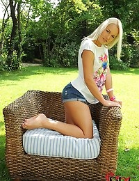 : | single | : Free picture gallery : Euro Teen Erotica - The sweetest and most beautiful girls on the net! | single |  photo #1
