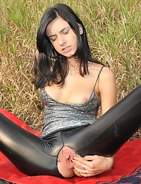 Eroberlin-Gabi-de-Castello-river-pussy-fluss-fotze-leggings photo #3