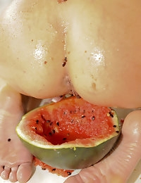 Eroberlin-Lucy-Lee-pissing-crazy-fruit-Made-in-Denmark photo #16