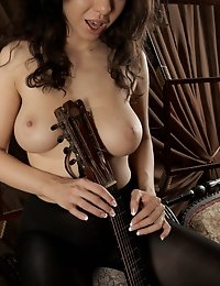 Fedorov-hd-Skarlet-guitar-lesson-natural-big-boobs-girl  photo #9