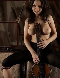 Fedorov-hd-Skarlet-guitar-lesson-natural-big-boobs-girl  photo #10