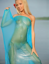 MARINA C  BY OLEG_MORENKO - ENSILIA - ORIG. PHOTOS AT 4300 PIXELS - © 2006 MET-ART.COM photo #16