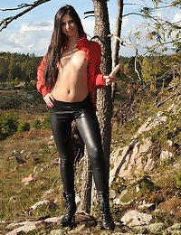 Eroberlin Lilu Victoria cameltoe leggings teen nature Finland photo #2