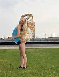Eroberlin Diana Fox sexy jogging flexible public photo #1