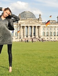 Eroberlin Samantha Rise I LOVE BERLIN public masturbation photo #1