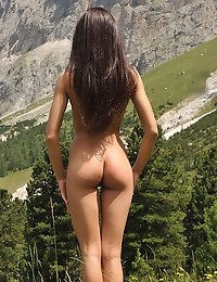 Eroberlin Julia sweet skinny teen Italia Alpes photo #5