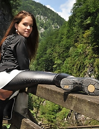 Eroberlin Silvie de Lux public sex austrian rocky gorge photo #10