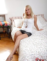 Cute Young Blonde Gets Fucked photo #1