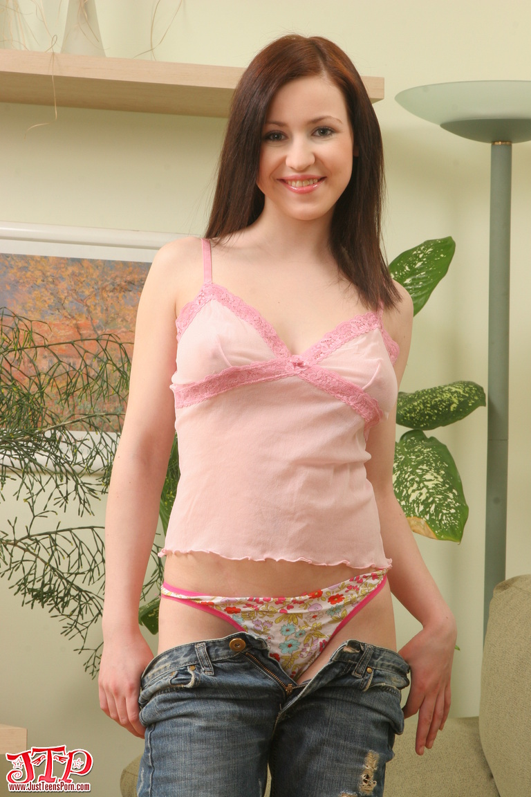 Petite teen chick big picture