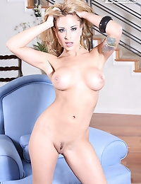 August from Aziani.com photo #13
