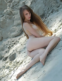 JULIA AB   BY ELENA_RAY - PRESENTING JULIA - ORIG. PHOTOS AT 3000 PIXELS - © MET-ART FREE GALLERY photo #2