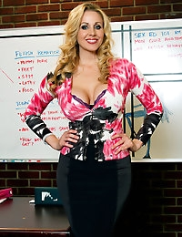 Penthouse.com Photo Gallery - Julia Ann - Penthouse Petsand and the World's Sexist Women Since 1973  photo #2
